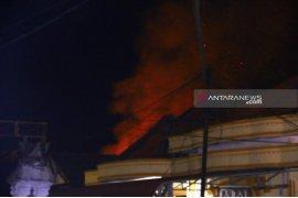 Polisi evakuasi warga pasca bom susulan Sibolga
