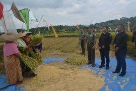 Danrem 061/Sk silaturahmi dengan petani Lembah Duhur
