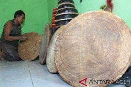 Kerajinan Rapai di Aceh Barat