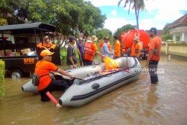 BPBD-PMI Jember dirikan dapur umum untuk korban banjir Wonoasri