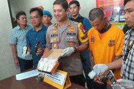 Polresta Depok Tangkap Kurir Narkotika Jenis Sabu-Sabu