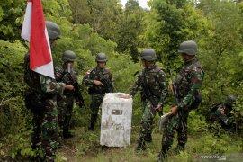 Satgas Perbatasan Yonif Raider 142/KJ patroli patok perbatasan