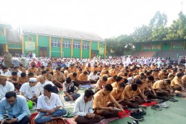 Ratusan siswa SMKN 1 Garut doa bersama hadapi UN