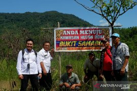 Presiden Joko Widodo serahkan dua SK penetapan hutan adat di Landak