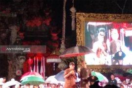 Diguyur hujan, Jokowi sapa warga dengan Bahasa Bali