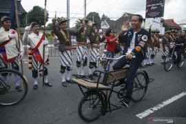 Agenda Jokowi di Jateng, awali hari dengan bersepeda di Borobudur hingga bagikan sertifikat