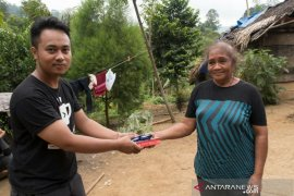 Citimall Gorontalo Serahkan Bantuan Bagi Warga Suku Polahi