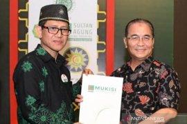 Bupati HSS raih penghargaan RSUD Hasan Basry menuju RS Syariah