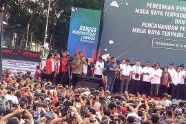 Jokowi disambut ribuan warga di stasiun Bundaran HI