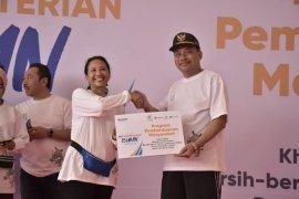 Menteri BUMN serahkan bantuan Program Pemberdayaan Masyarakat di Tebing Tinggi