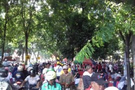 Warga Banten sambut Jokowi di Stadion Maulana Yusuf Serang