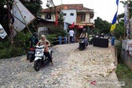Pemkab Bekasi perbaiki infrastruktur Desa Burangkeng