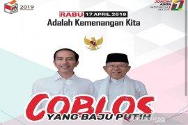 Shalat Subuh berjamaah, baru coblos Jokowi berbusana putih