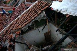 BPBD Tangerang data  rumah rusak akibat puting beliung
