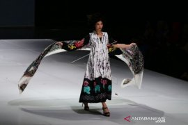 INDONESIA FASHION WEEK 2019 Page 1 Small