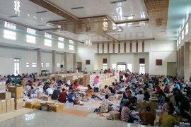 280 petugas keroyok satu kontainer surat suara untuk Muarojambi