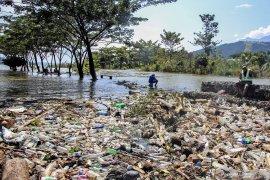 Warga korban banjir Sentani pindah rumah