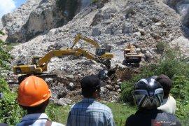 Ditemukan jenazah korban longsor Gunung Kapur Sadeng Jember