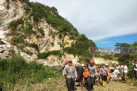 Jenazah korban longsor Gunung Kapur Sadeng Jember ditemukan