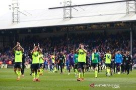 Huddersfield dipastikan terdegradasi setelah kalah dari Crystal Palace