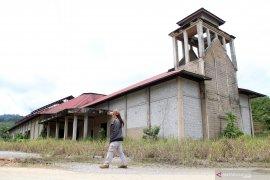 Bangunan Terbengkalai di Perbatasan Jagoi Babang