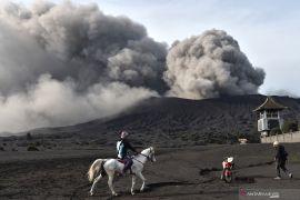Aktivtas warga di lereng Gunung Bromo kembali normal