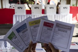 Pastikan surat suara ditandatangani KPPS sebelum mencoblos