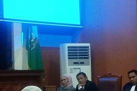 Ratna menangis di persidangan