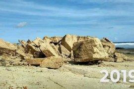 Batu payung ikon wisata Lombok roboh