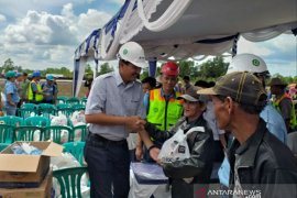 PT Timah bagikan 900 paket pangan murah BUMN di Belitung