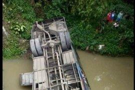 Bus Sugeng Rahayu terguling di Jalan Raya Ngawi-Mantingan, penumpang terluka
