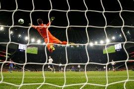 Spurs petik kemenangan penting di stadion baru