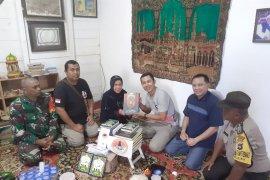 Kalsel Peduli serahkan donasi Al-Qur'an untuk Yayasan Khadijah Kubro