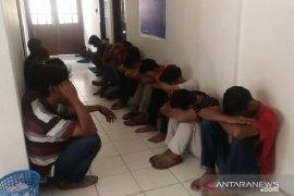 BNN Jambi tangkap 16 pengguna sabu di rumah bandar narkoba