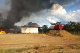 Kantor PT Samhutani di Sarolangun dibakar warga