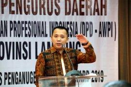 Ridho Ficardo Meraih Penghargaan Tokoh Pembangunan Lampung