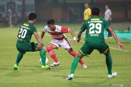 Final Piala Presiden, Persebaya tuan rumah leg pertama