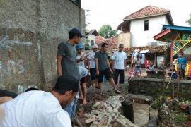 Warga korban banjir bandang Ciherang mulai pulang ke rumah