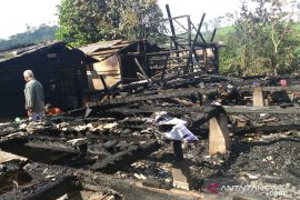 Pasangan suami istri selamat dari peristiwa kebakaran di Sukanegara