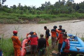 Korban hanyut di Sungai Sanen Jember belum ditemukan