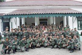 100 prajurit perkasa dibalik pembangunan huntara