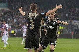 Menang 4-1 di markas Willem, Ajax ke puncak lagi
