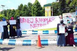 AMPD Demo ingatkan Menristekdikti bersikap netral di Unej
