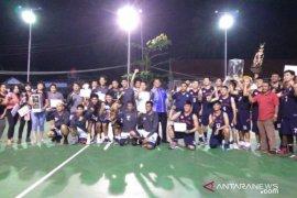 Atlet basket nasional-mancanegara bertanding di semifinal dan final open turnamen Cakra Cup