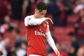 Ozil masih ingin bertahan di Arsenal