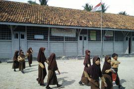 Bangunan sekolah Belanda di pulau Pisang masih berdiri kokoh