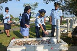Ratusan personel Pangkalan Udara TNI AU Supadio ziarah makam pahlawan