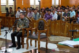 Remigo Berutu didakwa terima suap Rp1,6 miliar dari sejumlah rekanan