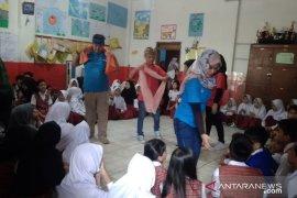 "Komunitas Hong berikan ""trauma healing"" kepada siswa SD terkena banjir bandang"