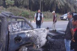 Mobil petugas PPLN terbakar, ratusan surat suara ikut ludes